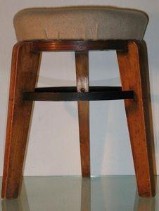 Diane Grant Gallery - tabouret tripode de pierre jeanneret - Tabouret