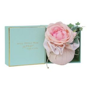 ATELIER CATHERINE MASSON - coffret cadeau - boule en tissue rose drag�e parfu - Coussin Parfum�