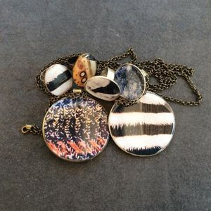ROCK AROUND MY NECK -  - Pendentif