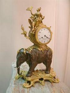 Abj Cheminees Anciennes - pendule à l'éléphant - Horloge À Poser