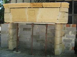 Catherine Fleuraux Materiaux Anciens -  - Foyer De Cheminée À Porte Escamotable