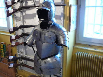 LE HUssARD - demi-armure de cavalier fin xvie - Armure