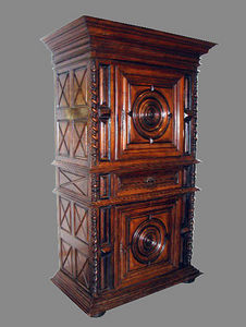 EPOCA - walnut two-door cabinet - Bonnetière