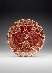 SYLVIA POWELL DECORATIVE ARTS - eagles ruby lustre dish - Assiette De Présentation