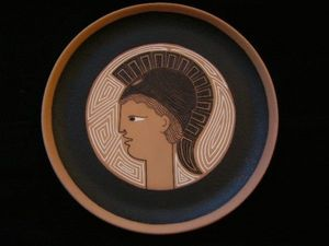 SYLVIA POWELL DECORATIVE ARTS - athena (minerve) - Assiette Décorative