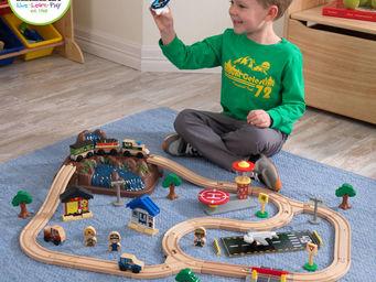 KidKraft - circuit de train en bois montagnes 61 pi�ces 122cm - Petit Train