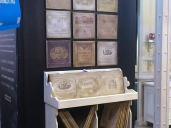 PROVENCE ET FILS - presentoir a tableaux avec collection tableaux - Pr�sentoir
