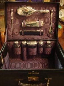 Serpentine Antiques -  - Vanity Case