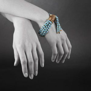 Expertissim - bracelet en or, rubis, émail et perles de verre. v - Bracelet