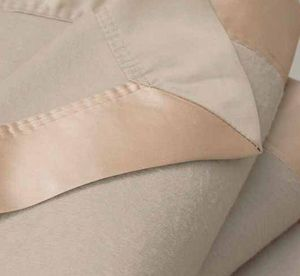 GINGERLILY - silk blanket - biscuit - Couverture