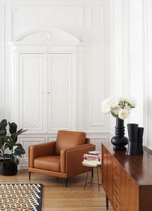 saturne 44 fauteuil brun cuir burov decofinder. Black Bedroom Furniture Sets. Home Design Ideas