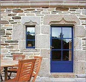 Porte d 39 entr e vitr e bleu bois minco decofinder for Porte d entree minco