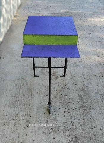 Vera Kunodi - Table d'appoint-Vera Kunodi-table je t'aime