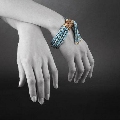 Expertissim - Bracelet-Expertissim-Bracelet en or, rubis, �mail et perles de verre. V