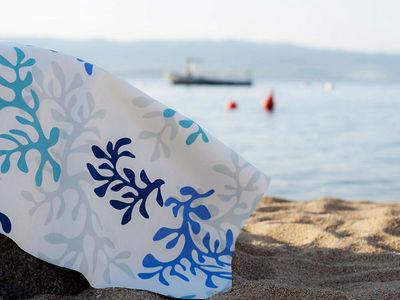 FLEUR DE SOLEIL - Nappe enduite-FLEUR DE SOLEIL-Nappe Enduite Corail Bleu 160x160