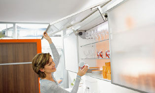 Blum -  Porte de meuble de cuisine relevable-Blum-AVENTOS HS pour portes relevantes basculantes