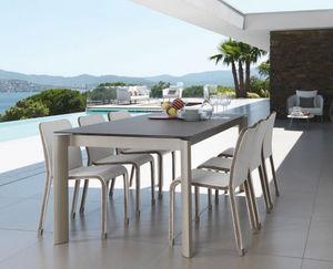 Extendable garden table