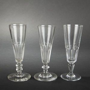 Expertissim - sept fl?tes à champagne en cristal - Champagne Flute