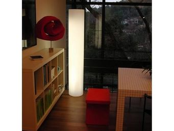 Slide - lampadaire design - Illuminated Column