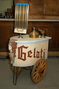 ALTE DEKORATIONEN MAXIMILIAN FRITZ -  - Ice Cream Cart