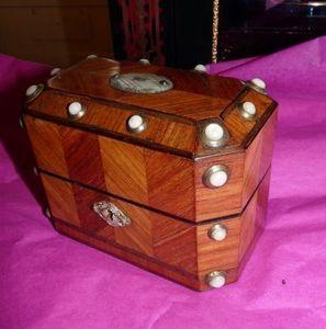 Art & Antiques - cave à senteurs charles x flacons cristal de roche - Perfume Box