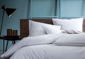 BLANC CERISE - simplicite chic - Duvet Cover