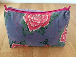 BAGAILLE -  - Makeup Bag