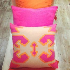 GOLDEN GOAT -  - Cushion Cover
