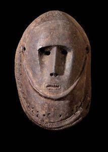 Wayne Heathcote - masque heaume, abelam - Oceanian Mask