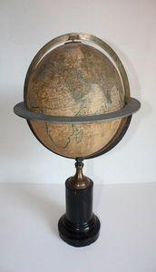 ANTIQUITES LE SAINT GEORGES - globe terrestr maison delamarche - Globe