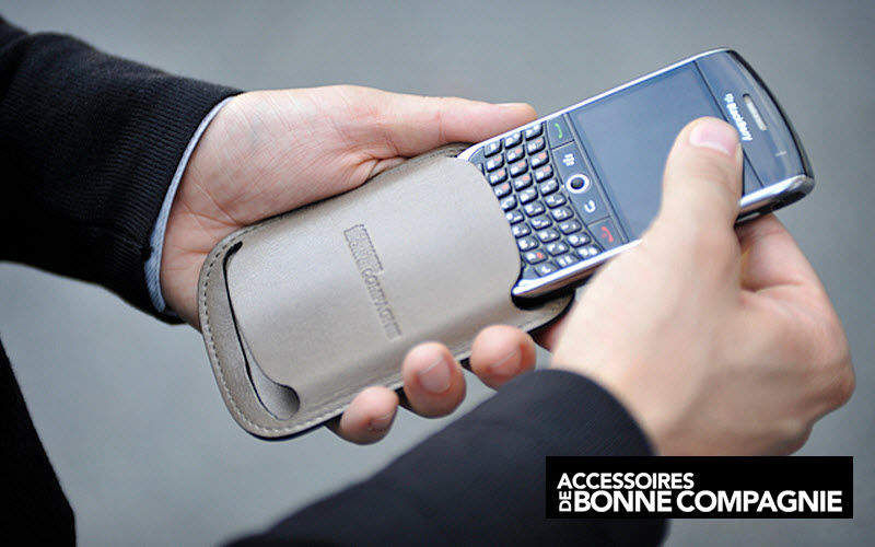 ADBC Accessoires De Bonne Compagnie Distribution Handytasche Etuis und Taschen Sonstiges   