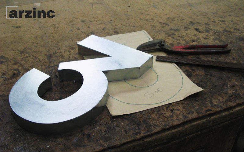Arzinc Dekorative Ziffer Dekorative Ziffern und Buchstaben Dekorative Gegenstände  |