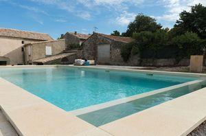 Traditioneller Swimmingpool