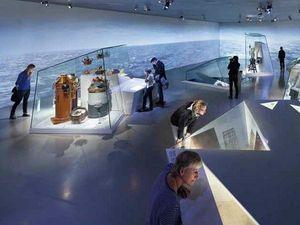 GLASSOLUTIONS France - glascom vitrine - Museumsvitrine