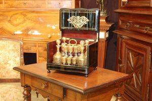 Antiquites Decoration Maurin -  - Likörschrank
