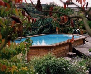Piscines Bali -  - Pool Mit Holzumrandung
