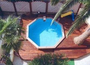 Piscines Galion -  - Pool Mit Holzumrandung