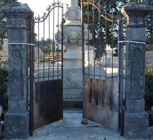 LES MEMOIRES D' ADRIEN - portail anciens - Flügeltor