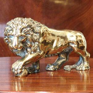 ANTHEMION - lion de medicis posant la patte sur une balle - Kleine Statue