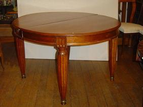 Courcelles Antiquités - table ovale acajou - Couchtisch Ovale