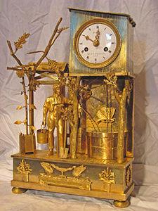 KIRTLAND H. CRUMP - fine brass french mantel clock with unusual butter - Tischuhr