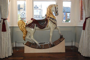 David Jones Furniture Makers - carousel horse - Pferd