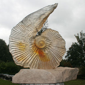 Amanda Brisbane Glass - topaz emerging - Skulptur