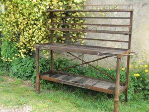 Mesa con ruedas para jardín