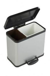 Cubo de basura con tres divisiones