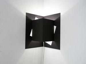 WELL WELL DESIGNERS - pop up cube noir - Lámpara De Pared