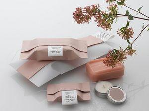 COUSU DE FIL BLANC - pochette cadeau - Papel De Regalo Personalizado