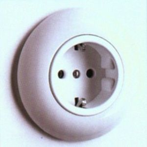 Replicata -  - Toma Eléctrica