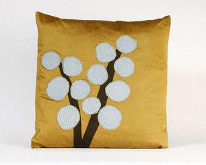 NADIA SPARHAM - corduroy balls cushion - Cojín Cuadrado