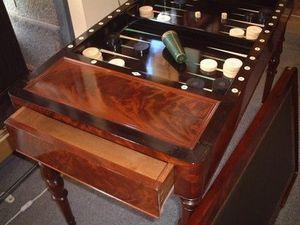 Antiquités La Botte Dorée - table tric trac restauration - Mesa De Juegos